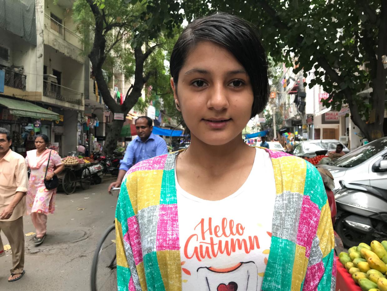 Sahar Jailani wacht op een Canadees visum, maar of dat ooit komt, is de vraag. Voor de zekerheid leert ze zoveel mogelijk Engelse woorden. Beeld Aletta André