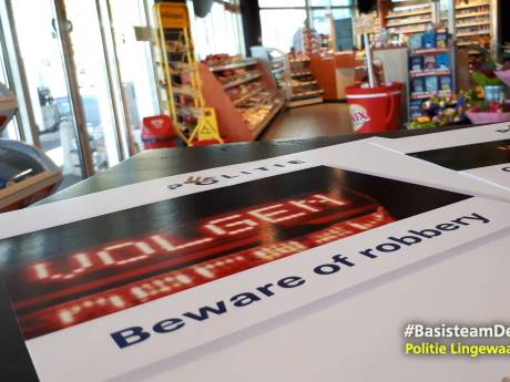 Nepagenten dwingen automobilist tot stoppen en gaan er met groot geldbedrag vandoor in Langerak