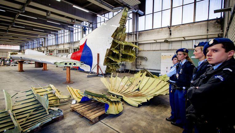 Wrakstukken van het toestel met vlucht MH17 liggen op vliegbasis Gilze-Rijen Beeld anp