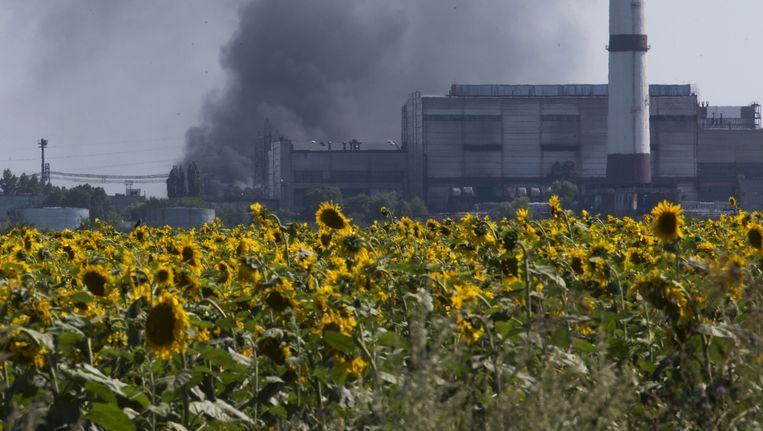 Een olieraffinaderij nabij de Oekraïense stad Loehansk. De stad is op dit moment in handen van pro-Russische separatisten. Beeld ap