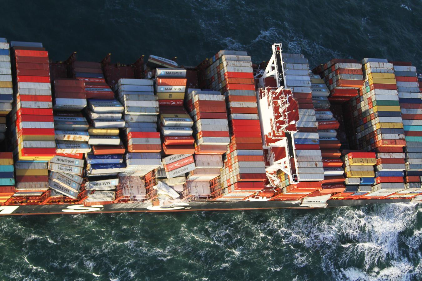 Het containerschip MSC Zoe waar containers overboord zijn geslagen.