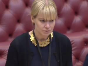 Une ministre britannique s'écroule en plein discours à la Chambre