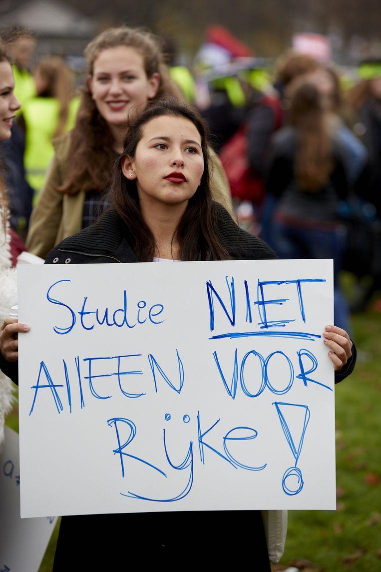 Meisje protesteert tegen het leenstelsel. Beeld anp