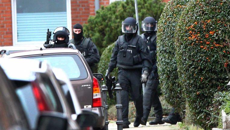 De Duitse politie heeft vijf aanhoudingen gedaan in Aken met betrekking tot het onderzoek van de aanslagen in Parijs.