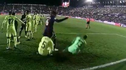 """""""Dit is wat Hollywood mist"""": spelers van Barcelona vallen uit hun rol met bizar stukje toneel tijdens pijnlijke bekernederlaag"""