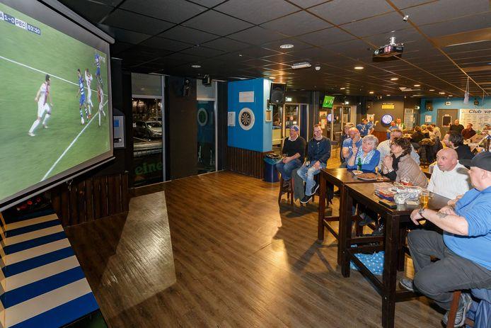 Door de gemiste thuiswedstrijden en de beperkingen om activiteiten in het supportershome te organiseren ondervindt ook Supportersclub PEC Zwolle de financiële gevolgen van de coronacrisis.