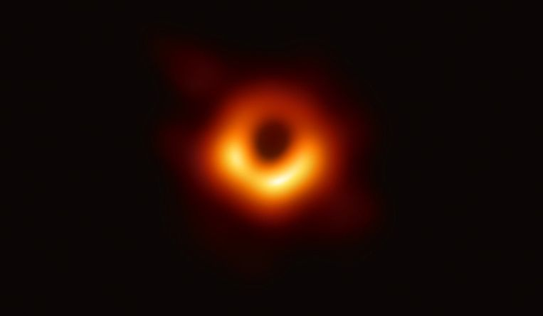 's Werelds eerste foto van een zwart gat, door Science uitgeroepen tot de belangrijkste wetenschappelijke doorbraak van het jaar.  Beeld Event Horizon Telescope