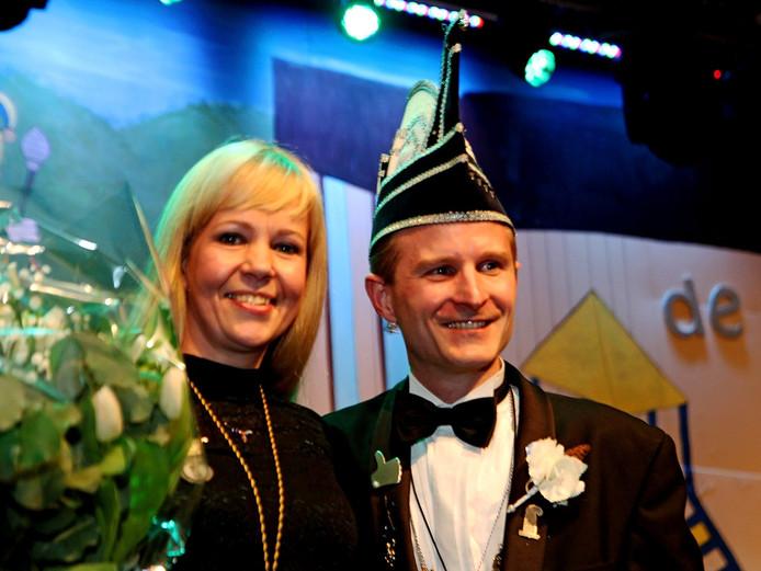 Links Moniek Harteveld, rechts haar man Guido, lid van de raad van elf.