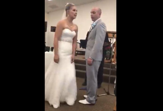 Une belle-mère furieuse ruine le mariage de cette mariée en Californie.