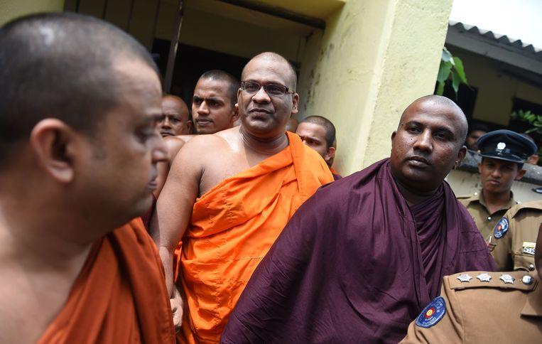 Boeddhistische monniken bij een conferentie in de Sri Lankaanse hoofdstad Colombo. Volgens een spreker wordt hun religie bedreigd door moslim-extremisten. Beeld ANP