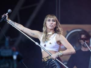 Miley Cyrus  blague au sujet de la zone 51 et fait le buzz