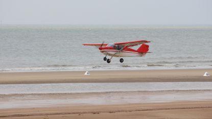 Zoute Air Trophy: vliegtuigjes landen en stijgen weer op op het strand van Knokke