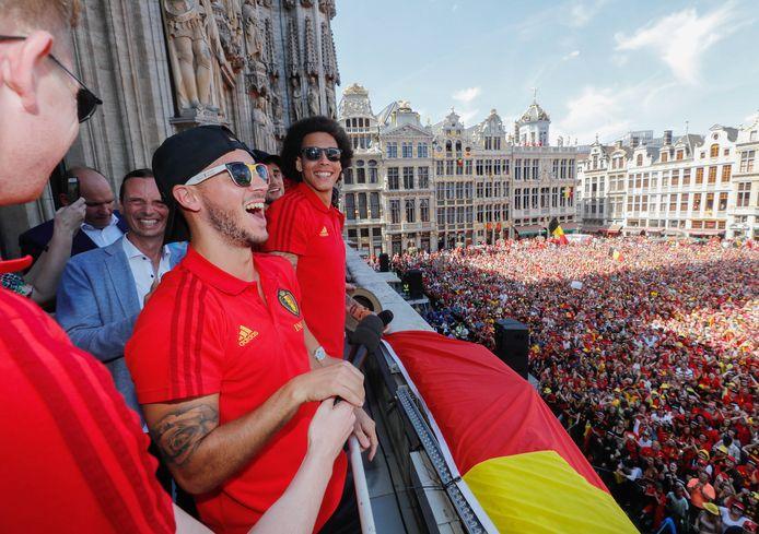 Niet één maar twéé keer een uitzinnige menigte in zwart, geel en rood op de Brusselse Grote Markt, wie had dat ooit gedacht? Op 15 juli vierden we te midden van een hittegolf het droomvoetbal, de fabelachtige kwartfinale tegen Brazilië en de derde plaats op het WK. Gangmaker van het feestje? Uiteraard Eden Hazard.