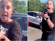 Elle pointe son arme sur une mère de famille et sa fille à cause d'une banale bousculade