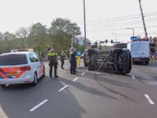 Auto belandt op zijkant bij ongeluk in Dieren
