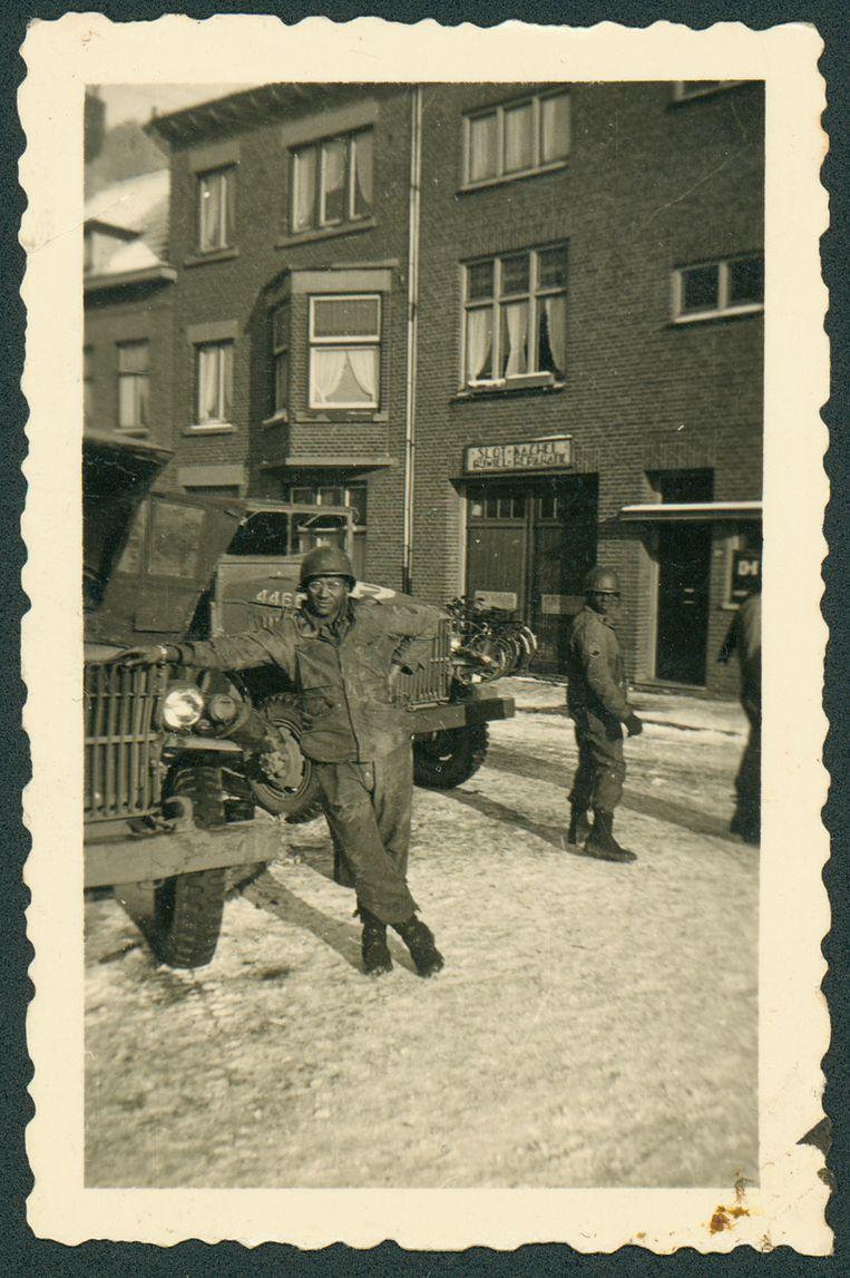 Een Amerikaanse soldaat in Maastricht, eind 1944 . Beeld Fotograaf onbekend / Regionaal Historisch Centrum Limburg
