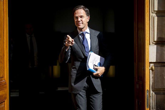 Premier Mark Rutte kondigt vanavond weer versoepeling van de coronamaatregelen aan. 1,5 meter afstand houden blijft de norm.