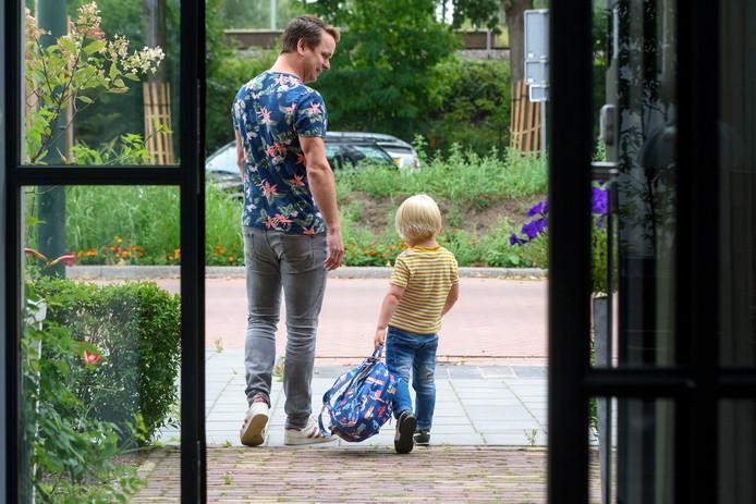 Guus gaat voor het eerst naar school.