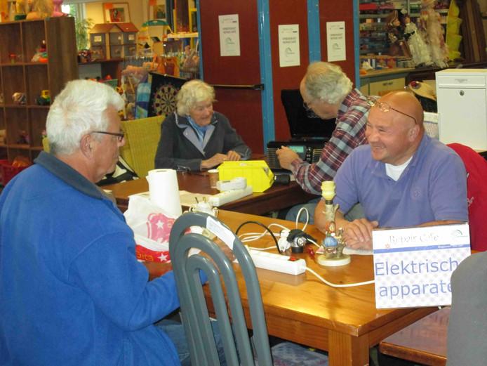 Elke laatste donderdag van de maand houdt Stichting Kringloop Alphen een Repair Café. Foto ter illustratie!