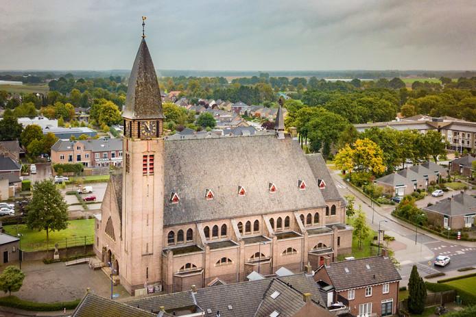 De klok op de toren van de Boekelse Sint Agathakerk geeft aan dat het vijf voor twaalf is. Dat geldt ook voor het kerkgebouw zelf.