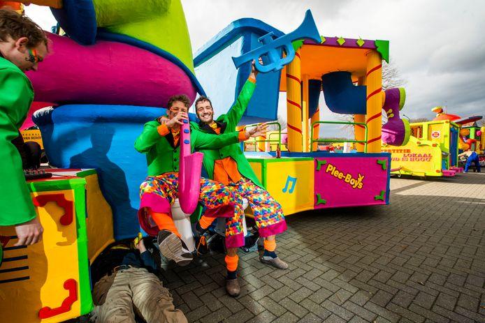 De Plee-boys tijdens de optocht in Westerhoven