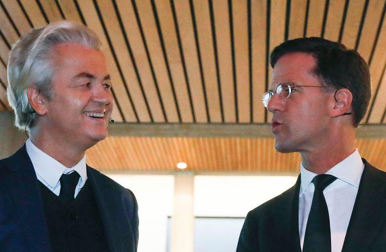 Wilders en Rutte voor aanvang van het debat. Beeld ap
