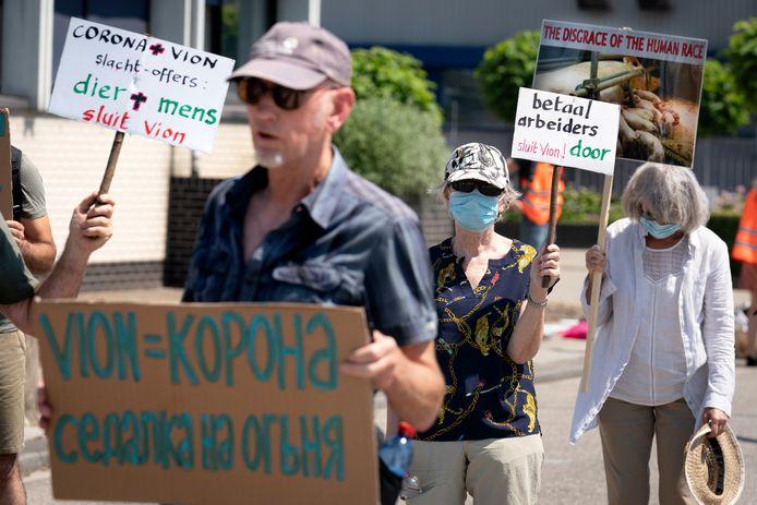Demonstranten vinden dat Vion voor de volksgezondheid van mens en dieren moet sluiten.