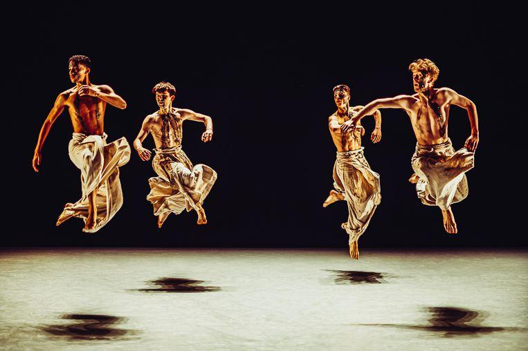 Black Milk van choreograaf Ohad Naharin door Nederlands Dans Theater 2. Beeld Rahi Rezvani