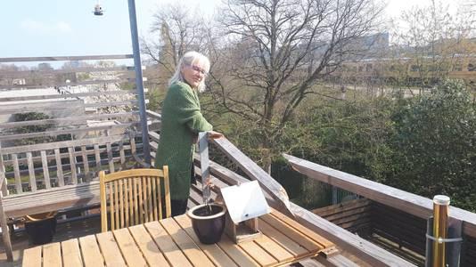 Het balkon van mevrouw Blommaart is kapot.