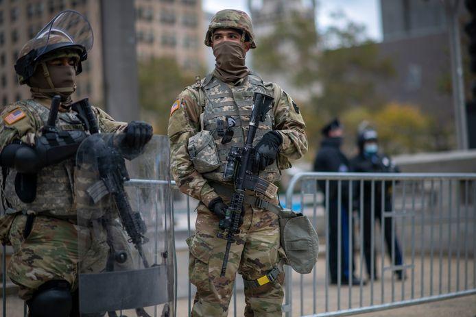 Troepen van de Nationale Garde bewaken onder meer het gemeentehuis van Philadelphia.