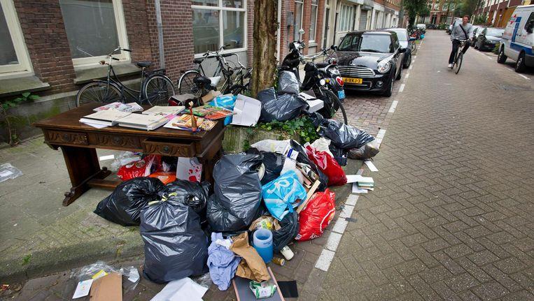 Kapotte vuilniszakken en zwerfvuil; dat moet anders Beeld Klaas Fopma