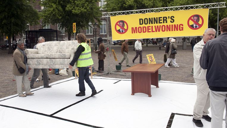 Actievoerders, eerder dit jaar in Den Haag. De actie ging vooraf aan het debat van de Tweede Kamer met Minister Donner over zijn voornemen om aan alle huurwoningen in Nederland 25 extra Woningwaarderingspunten toe te kennen. © ANP Beeld