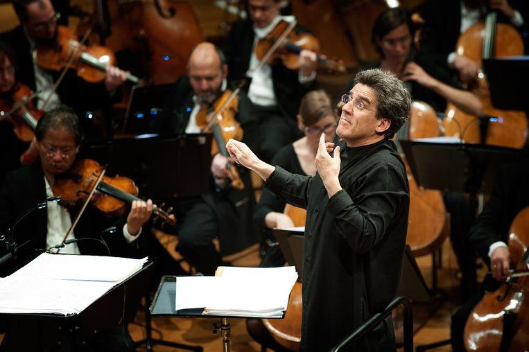 De dubbele verjaardag zal Dirk Brossé het komende jaar vieren met een reeks concerten en evenementen.