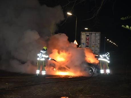 PvdA Nijmegen: 'Gebruik taxichauffeurs en buschauffeurs in strijd tegen reeks autobranden'