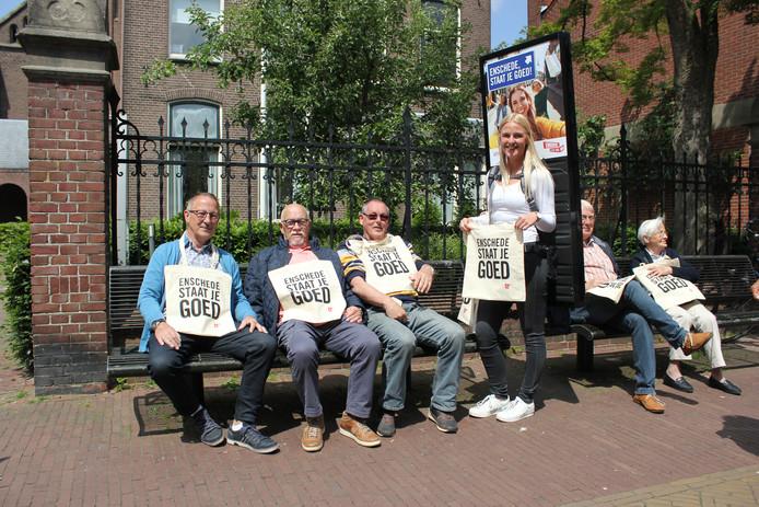Het promotieteam van Enschede 'in actie' in de Misterstraat in Winterswijk.