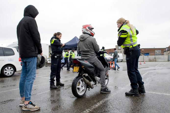 Politie Verft Tiel 24 Uur Lang Blauw Rivierenland Gelderlandernl