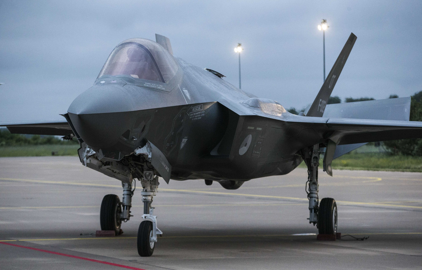 Joint Strike Fighters (F-35).