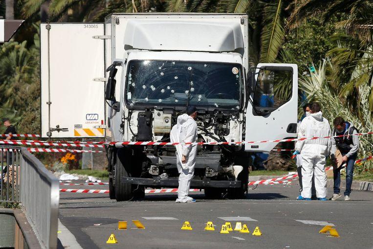 Op 14 juli reed een witte truck in op de mensenmassa die naar het vuurwerk stond te kijken op de Promenade Des Anglais in Nice. Het was het werk van een 'lone wolf'.