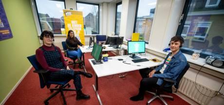 Kindertelefoon in Almelo staat roodgloeiend: 'Sinds begin van corona 500 telefoontjes meer op één dag'