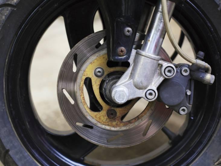 Man rijdt dronken op scooter met valse kentekenplaten door Helmond