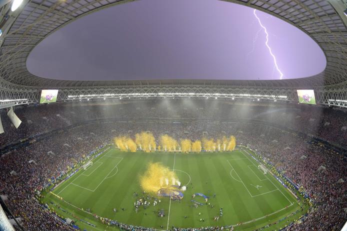 Onweer boven het Luzhniki-stadion bij de huldiging van Frankrijk na de gewonnen WK-finale tegen Kroatië.