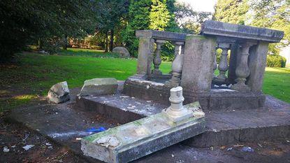 Betonnen ornament in Gemeentepark vernield