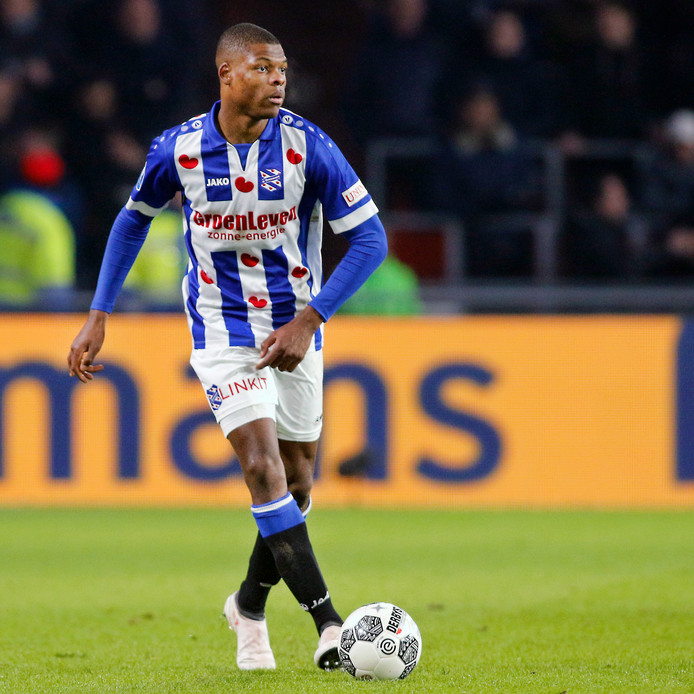 Denzel Dumfries tekende dinsdag een contract voor 5 jaar bij PSV.