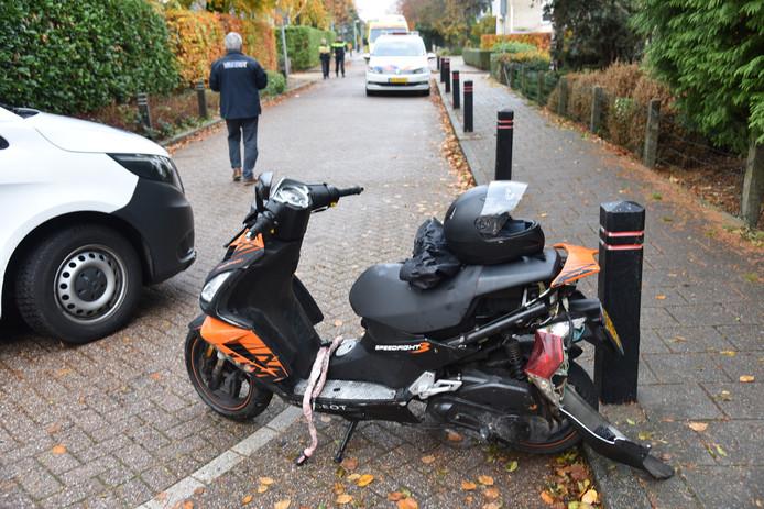 Een scooterrijder ging maandagmiddag onderuit op de Boterdijk in Malden.