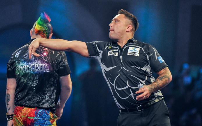 Gerwyn Price gooit in een frustrerend duel met Peter Wright.