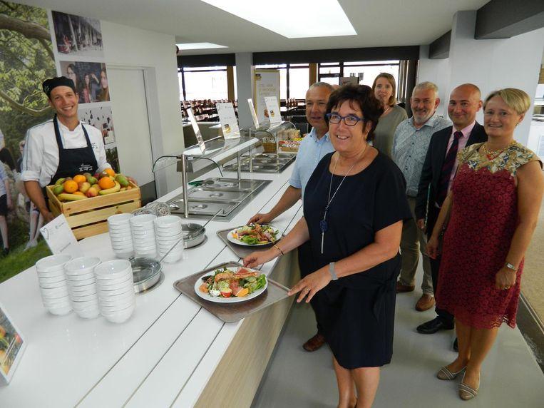 Algemeen directeur Annick Willems en haar team mochten de gezonde keuken van de nieuwe chef Hendrik Hostens (links) al eens testen.