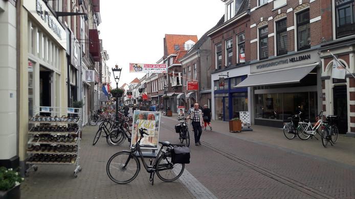 Het benedenstroomse deel van de Oudestraat in Kampen
