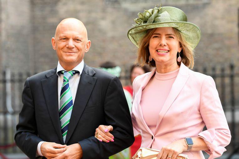 Cora van Nieuwenhuizen, minister van Infrastructuur en Waterstaat, arriveert met haar partner bij de Ridderzaal op Prinsjesdag. Beeld Anp