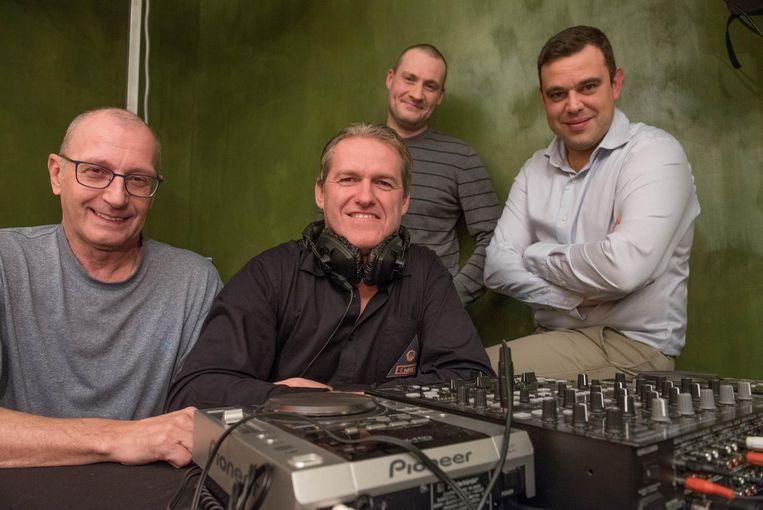 Guy De Clercq van Radio M fm met Radio Deltacollega's Dirk De Quick (l.), Davy De Bruyne en Hans De Smet.