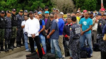 Venezuela zet vermeende Colombiaanse 'coupplegers' na bijna drie jaar gevangenschap het land uit